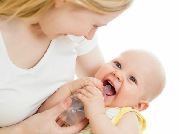 Dịch vụ chăm sóc trẻ sơ sinh quận 3 thay mẹ nuôi bé khỏe mạnh đúng cách
