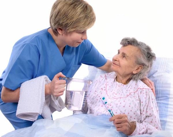 Những lưu ý trong việc tìm công ty chăm người ốm tại nhà